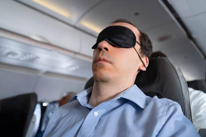 Augenmaske - Beauty Tipps für lange Flüge