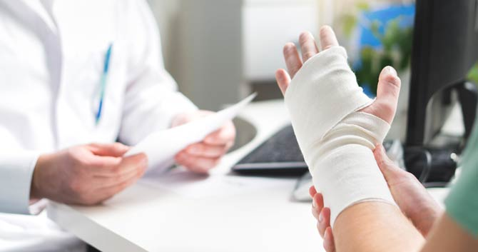 Bandagen schützen und stützen Knochen sowie Gelenke