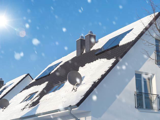Dach mit Schnee bedeckt