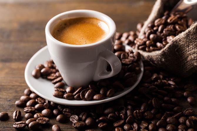 Espresso in dickwandiger Tasse
