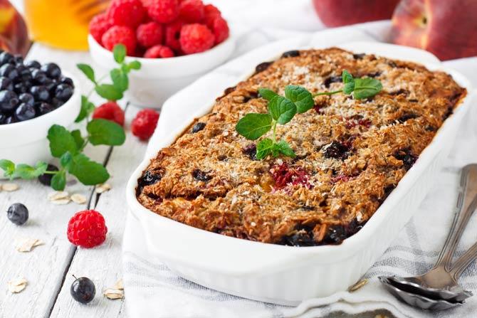 Frühstücksauflauf mit frischem Obst