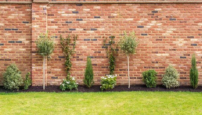Gartenmauer - Grenzbebauung im Garten