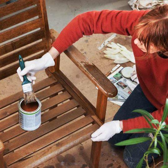 Gartenmöbel für den Sommer vorbereiten