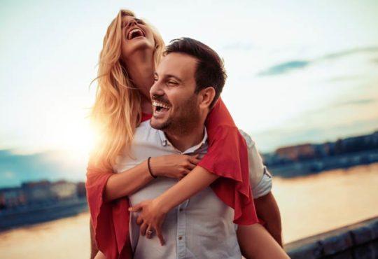 Gefühlte Macht verbessert Beziehungen