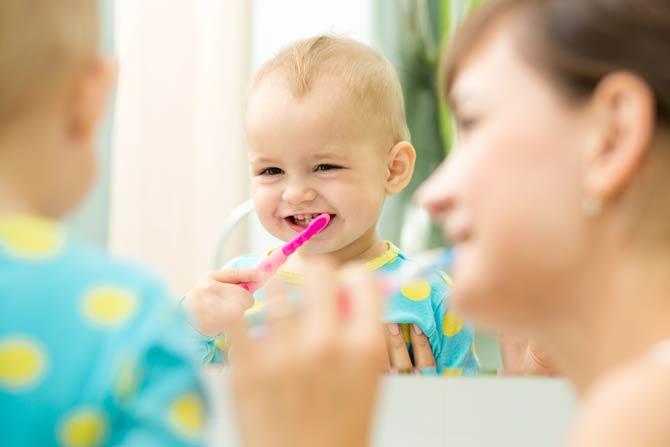 Kind Zahngewohnheiten beibringen