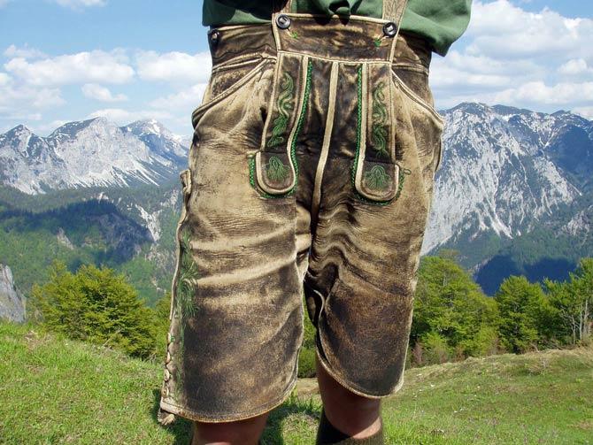 Klassisch traditionelle Lederhose in Grün