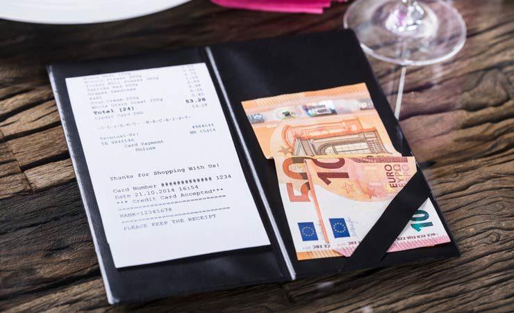 """Studie – Mehr Trinkgeld bei """"Absacker aufs Haus"""""""