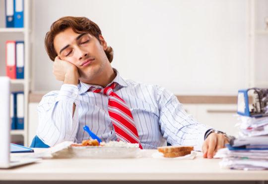 Müdigkeit nach dem Essen