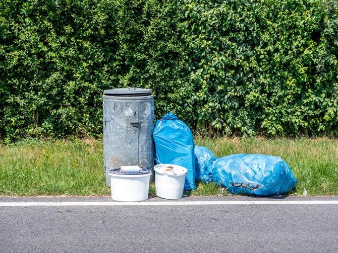 Müll auf Rastplatz