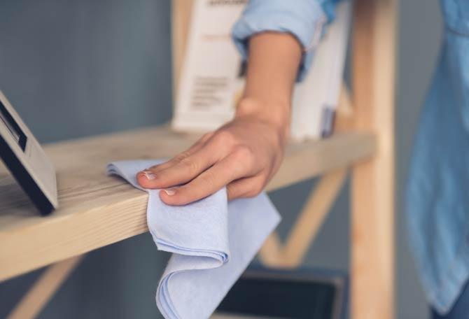 Pflege lackierter Holzmöbel