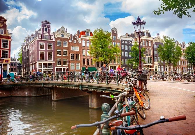 Rundgang entlang der Kanäle von Amsterdam