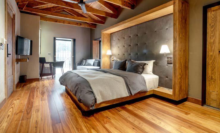Schlafzimmer in Massivholz