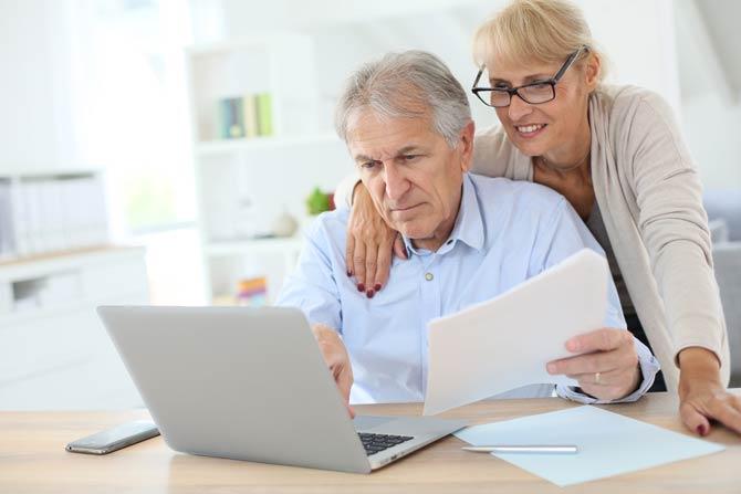 Senioren machen Steuererklärung