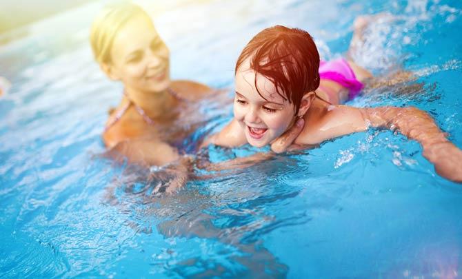 Kinder beaufsichtigen - Swimmingpool Gefahr