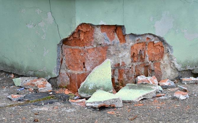 Vibrationen Fassadenputz bröckelt