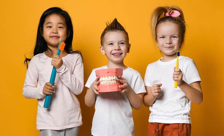 Zahngesundheit und -hygiene für kleine Kinder